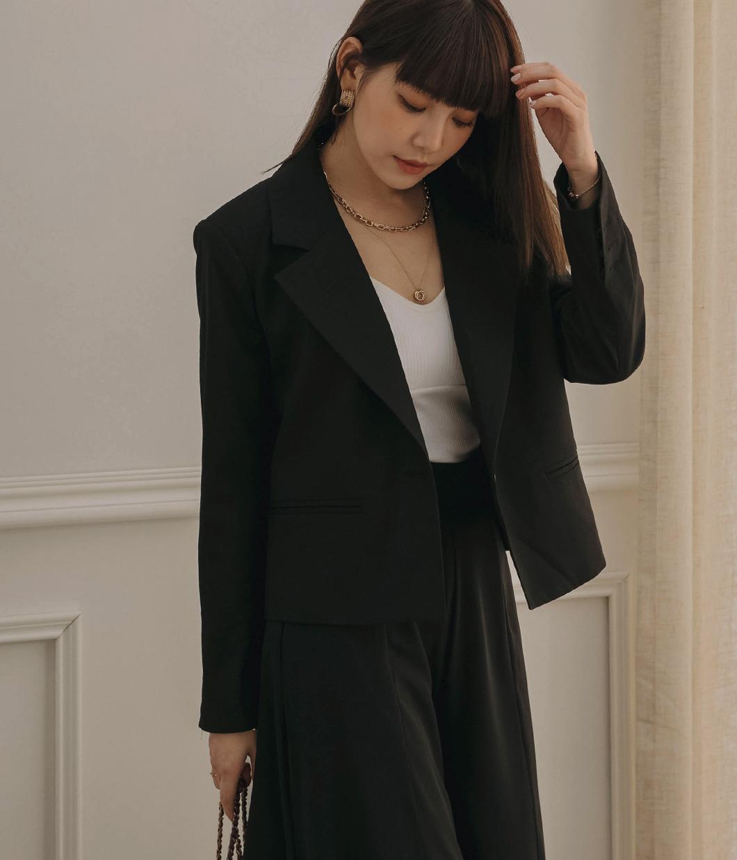 俐落修飾短版西裝外套