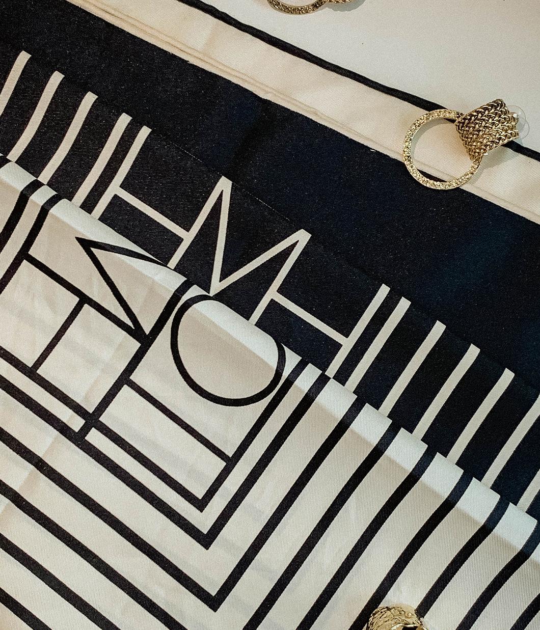 復古摩登配色線條絲巾