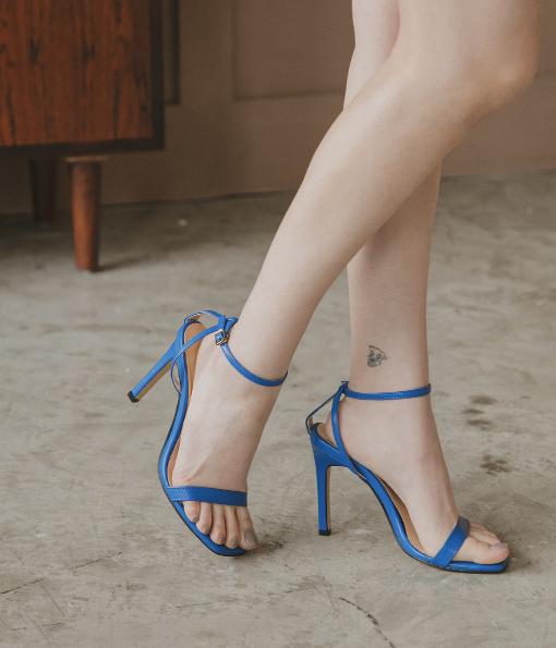 亮眼純色一字帶高跟鞋(無到付服務) 直播示範鞋出清
