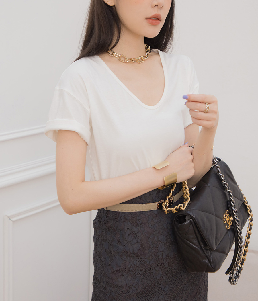 5.U領純色棉質短袖T恤