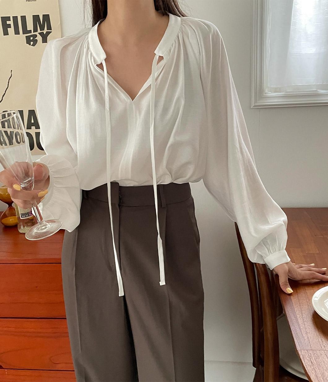 27.色調很美的綁繩襯衫上衣