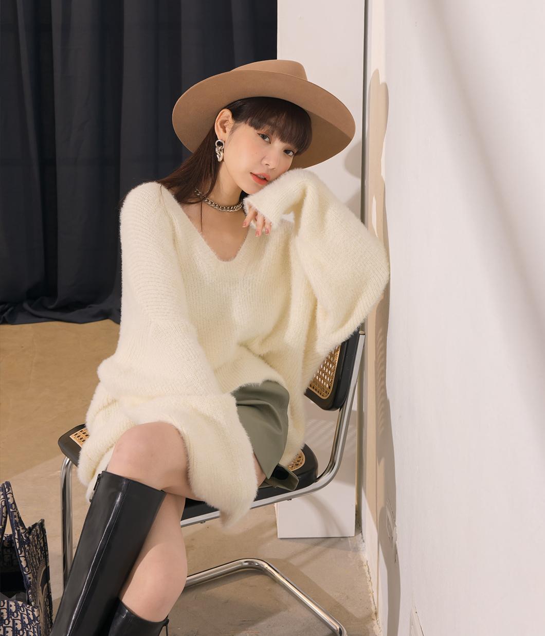 12.甜美落肩設計V領毛衣
