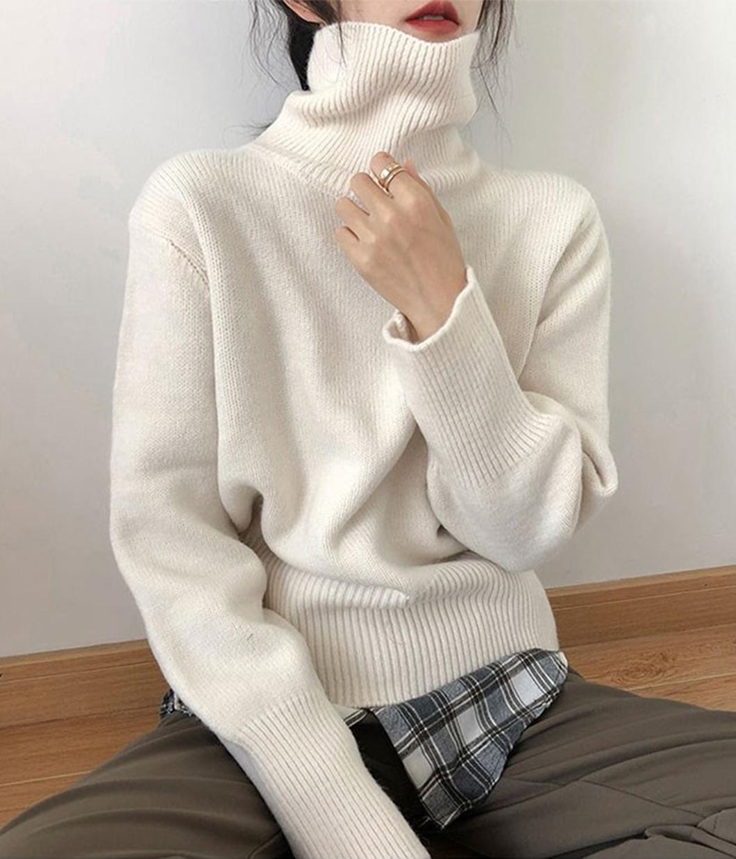 45.淡雅色調素面高領毛衣