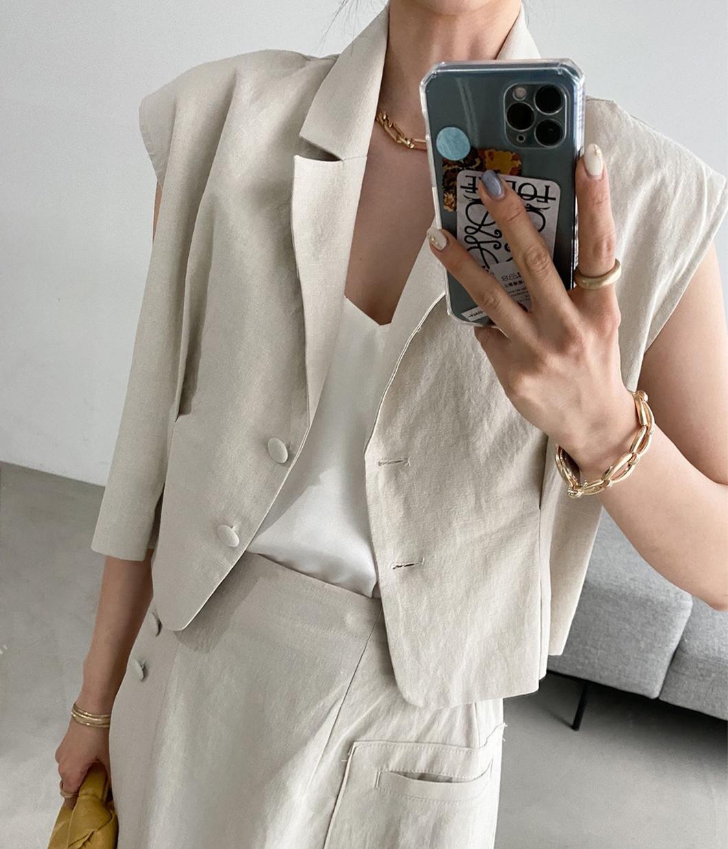 52.俐落時髦短版西裝背心上衣