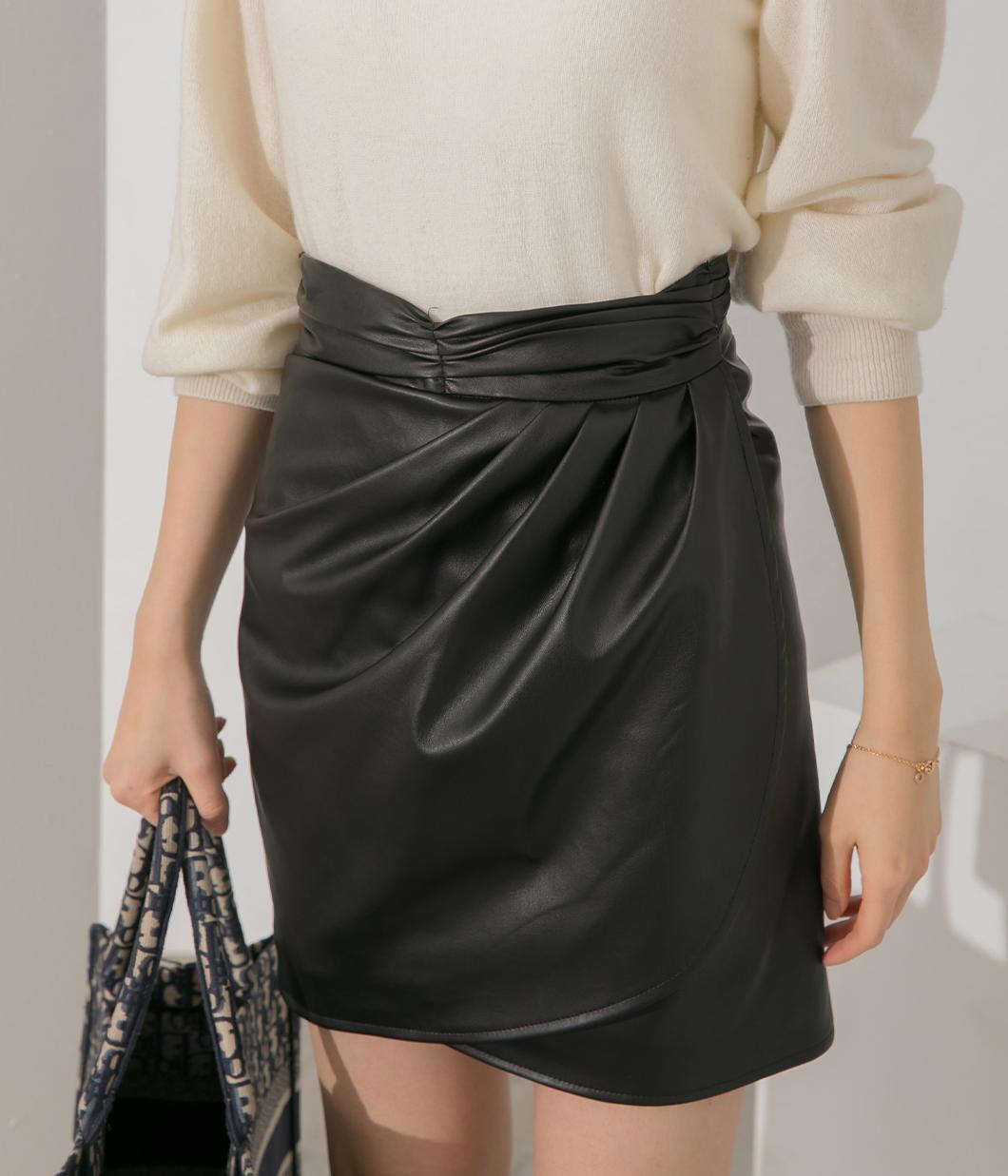 腰頭抓皺設計交疊皮革短裙
