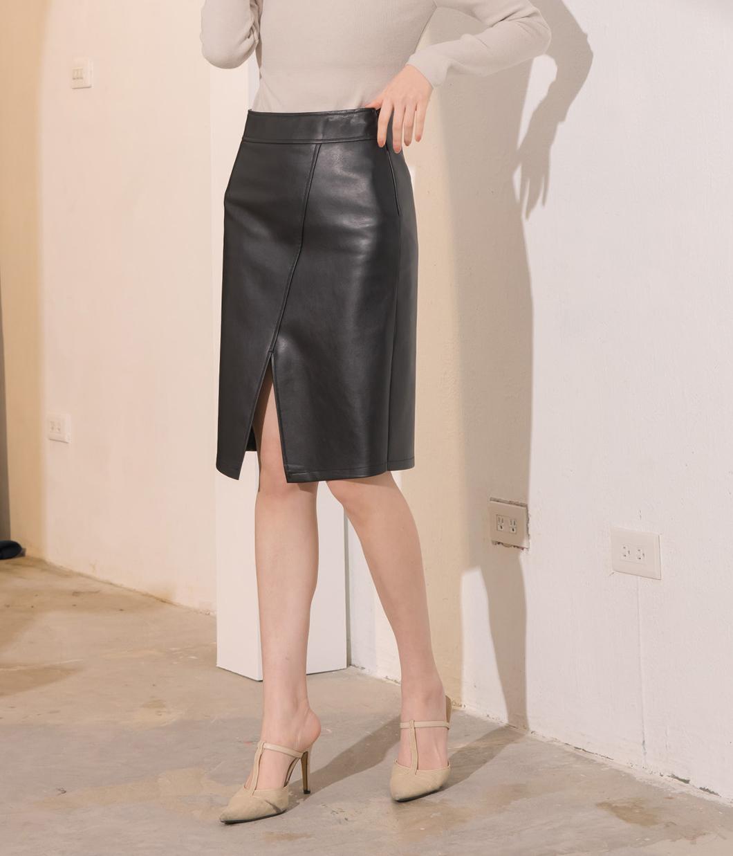 60.修身壓線開岔皮革窄裙