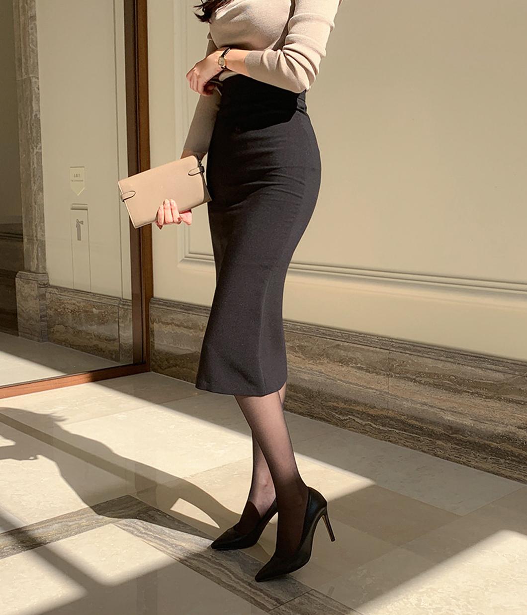 72.知性氣息單色包臀裙