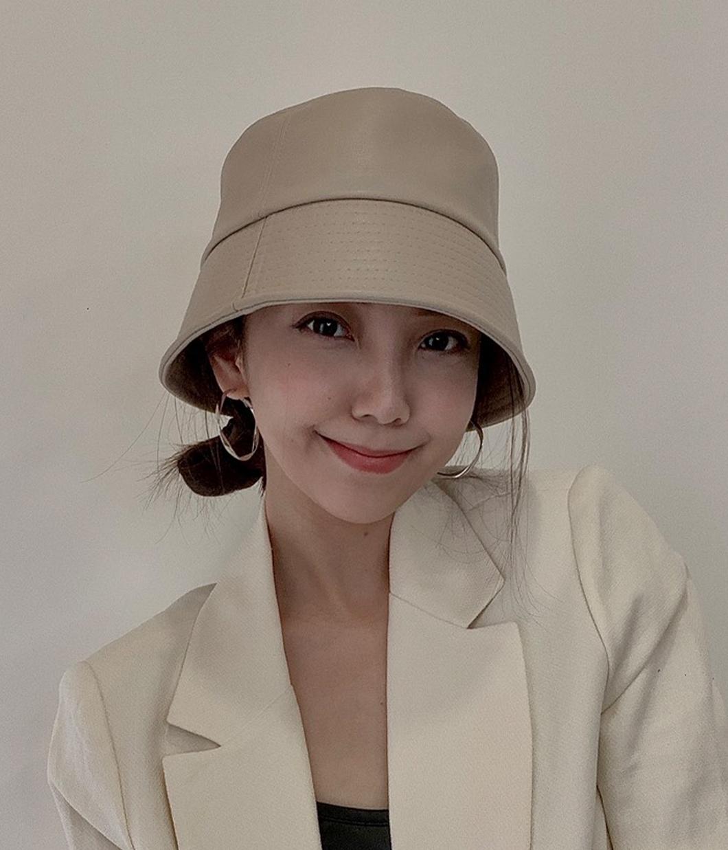 44.就是要個性的帥氣皮革漁夫帽