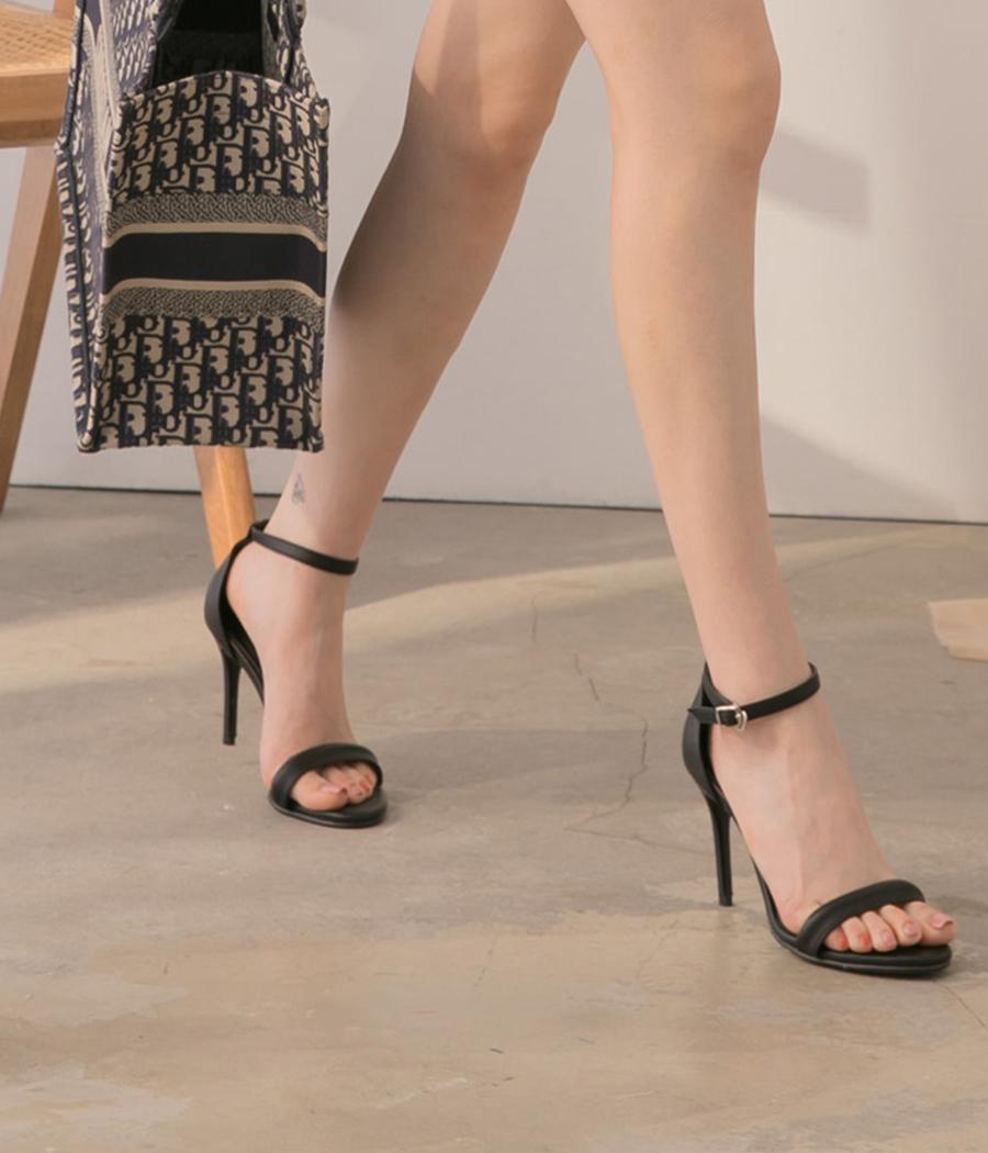 9.時尚有型一字帶高跟鞋