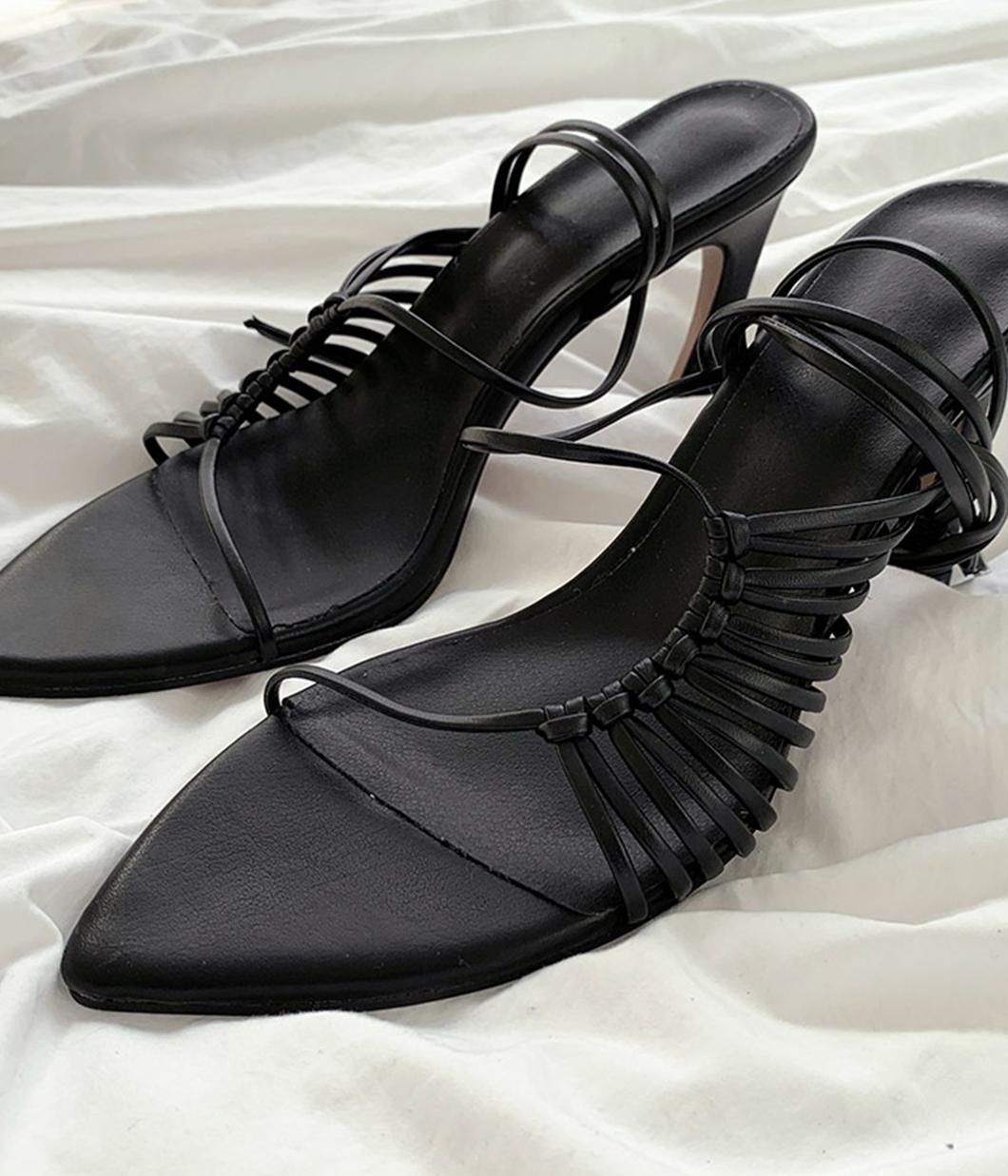 61.時髦亮眼尖頭涼鞋