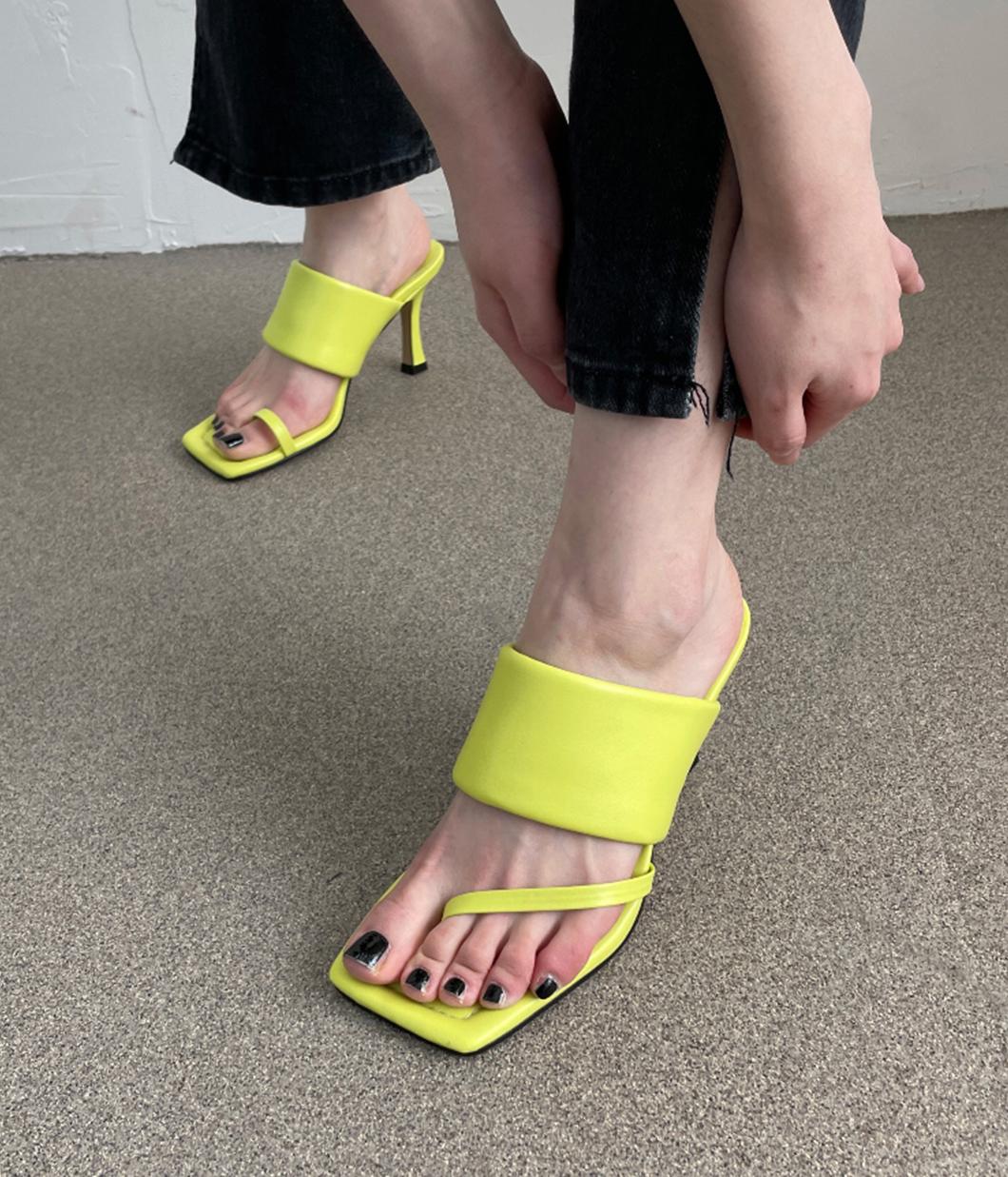 好時髦不規則寬帶涼鞋