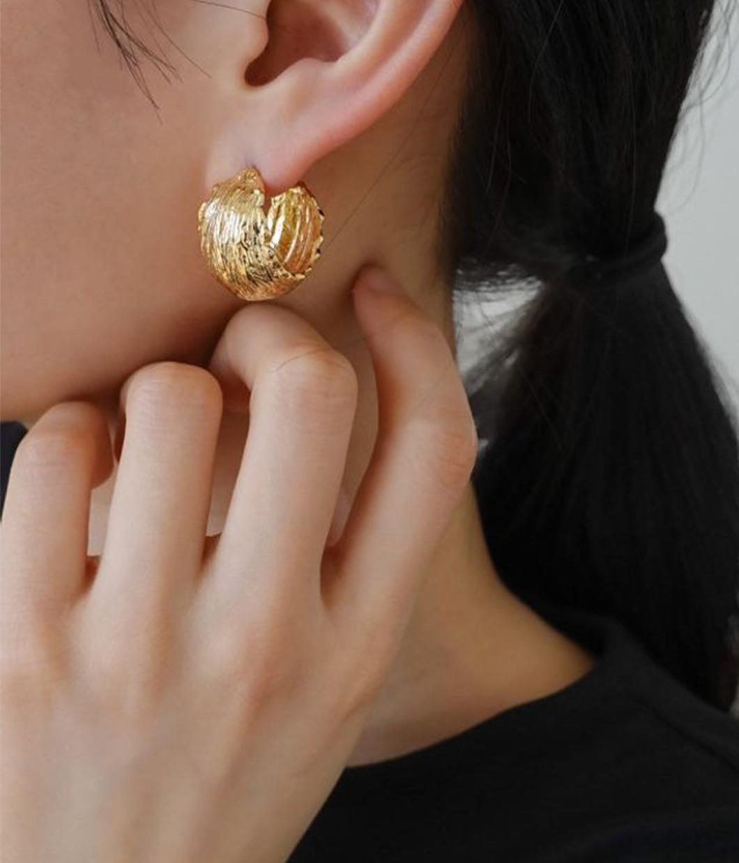 47.高質感寬版C型耳環