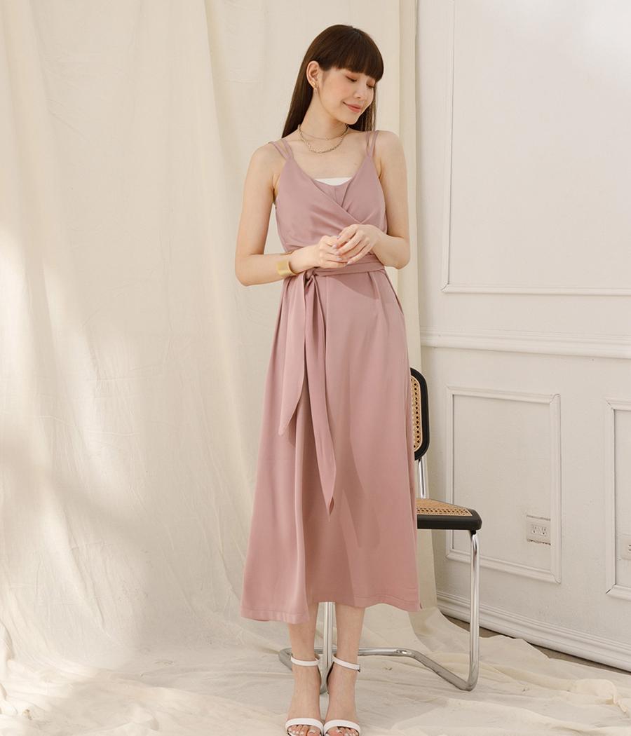3.優雅光澤扭結洋裝