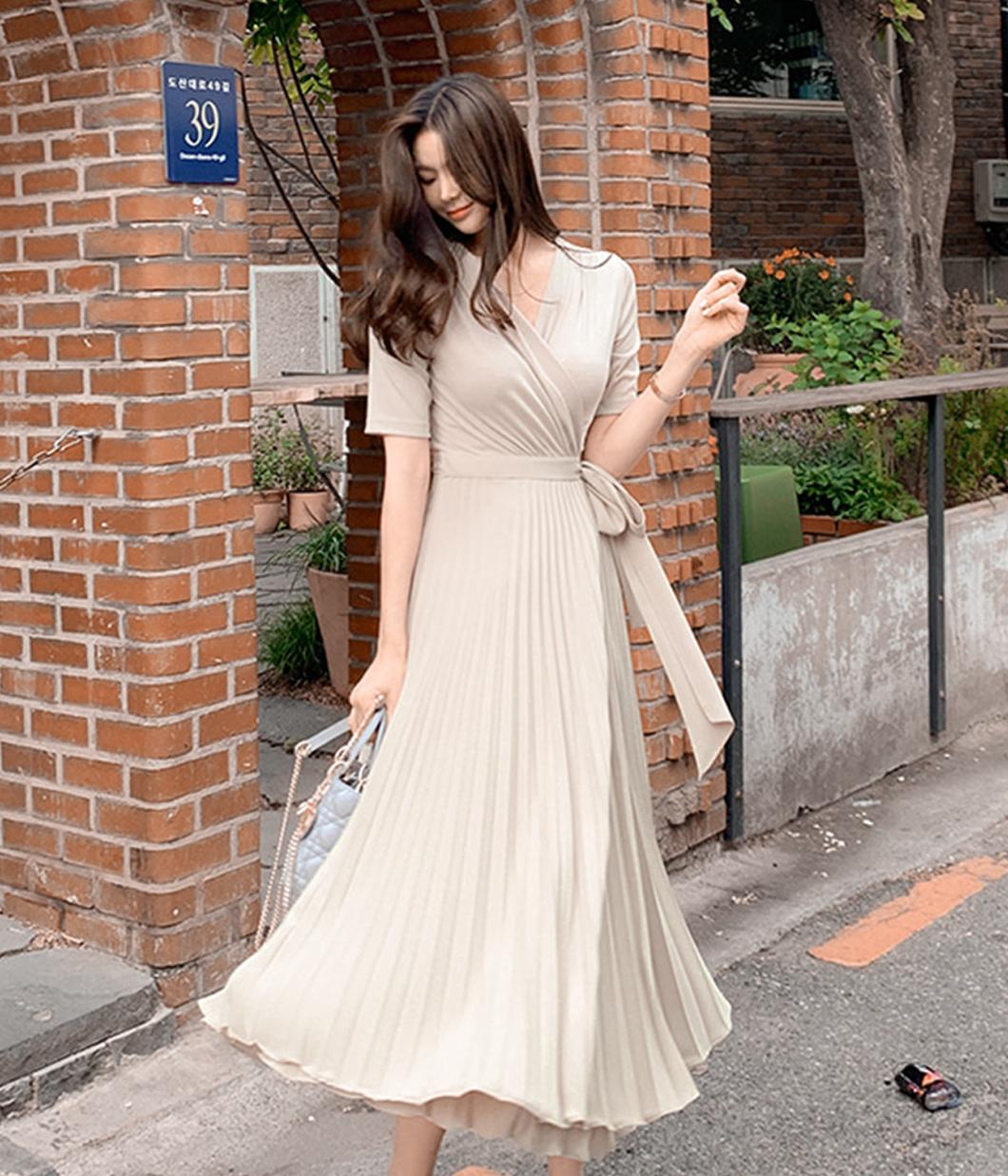 10.柔美細緻百褶裙洋裝